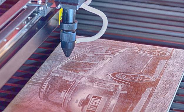 HPC Laser LS1690 engraving